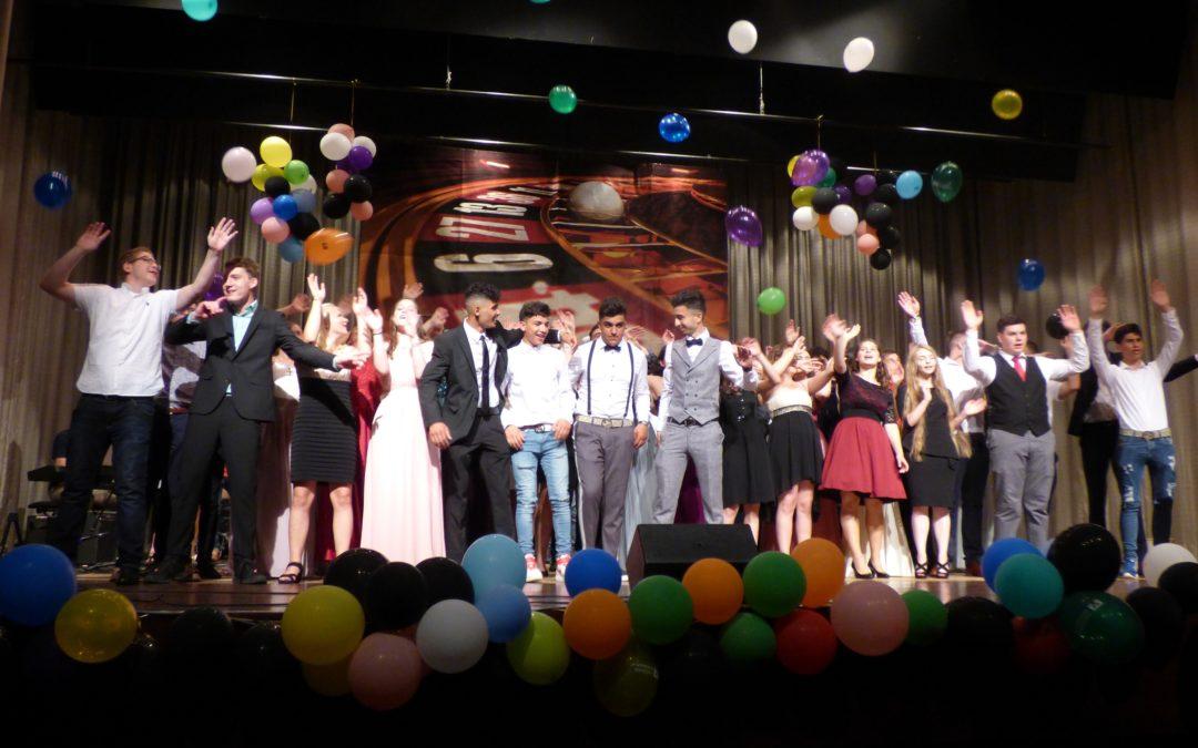Casino Royal – Schrenzerschüler gewinnen Abschluss
